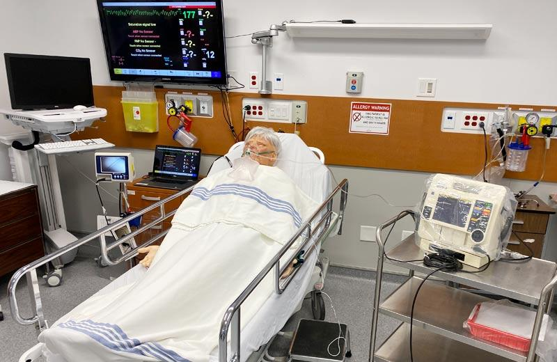 A clinical simulator is hooked up to a ventilator.